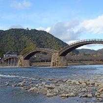 当館目の前より景勝、錦帯橋を眺める事ができます
