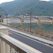 川沿いの客室からは四季折々の錦帯橋が眺める事ができます。