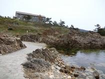 すぐそば海岸では海水浴が楽しめます☆