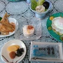 【ボリューム満点】1日の基本は朝食。おかわり自由な佐渡産コシヒカリでお楽しみください。