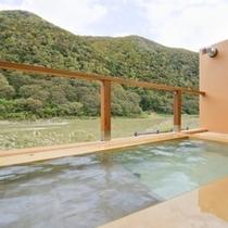 最上川を望む、露天風呂(男性)