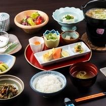 【朝食/山形郷土和膳例】庄内風芋煮や山形の郷土料理と一緒に、美味しく炊いたお米をどうぞ