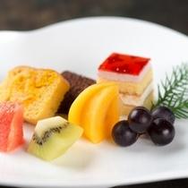 【和食膳・甘味一例】時期に合わせて果物を中心としたデザートをご用意致します