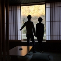【滞在イメージ】レトロモダンの空間「別館・牧水庵」大き目のピクチャーウインドウから景色を満喫