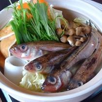 【夕食/冬の厳選鍋例】旬のハタハタを鍋で味わって頂きます