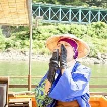 最上川芭蕉ライン舟下り/船頭さんの地元訛りの話も楽しみのひとつ