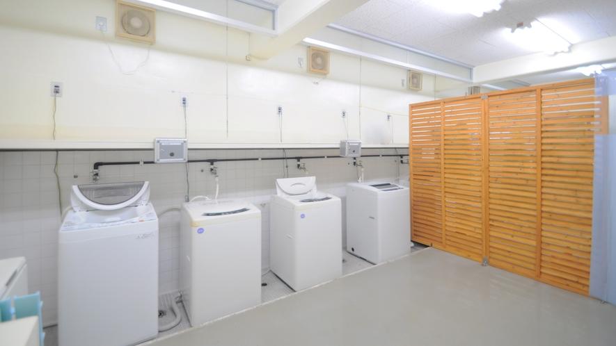 【コインランドリー】洗濯機1回100円、洗剤はフロントにて販売※1回分30円
