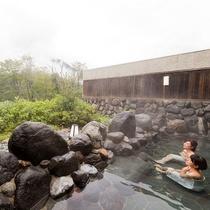 「あわすの温泉」は美肌の湯ともいわれるアルカリ性単純硫黄泉