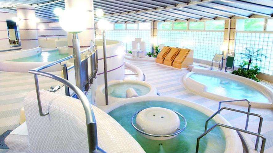 内風呂では5種類のお風呂とサウナが楽しめます。
