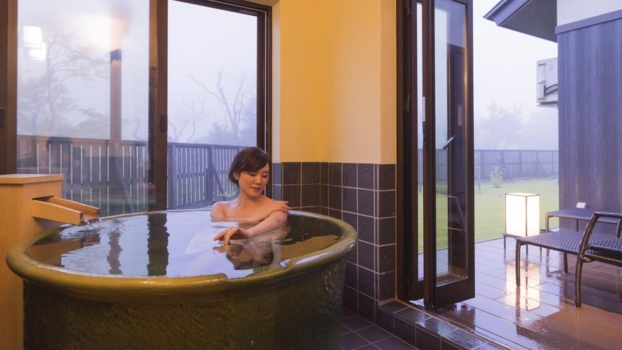 「陶器風呂」流れる温泉は上質アルカリ性の美肌の湯