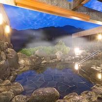 夜は豪快な星空と壮大な自然を満喫できる露天風呂になります