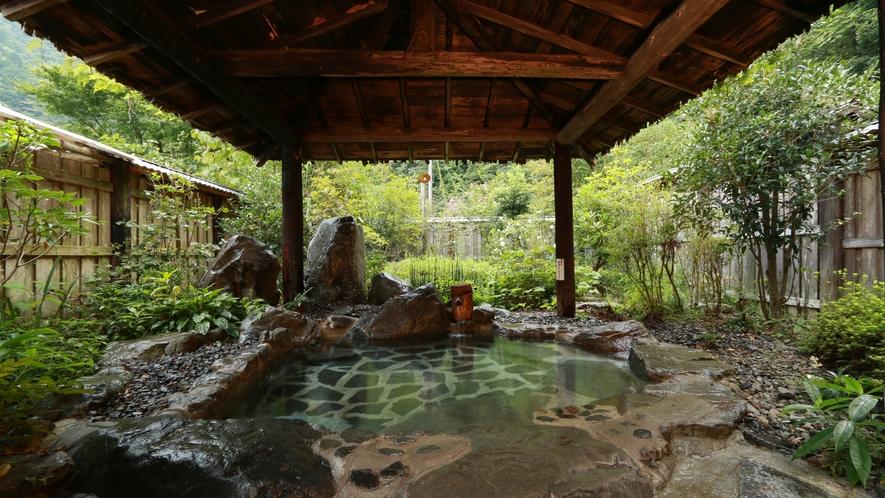 県下で有数のアルカリ温泉-岩風呂-