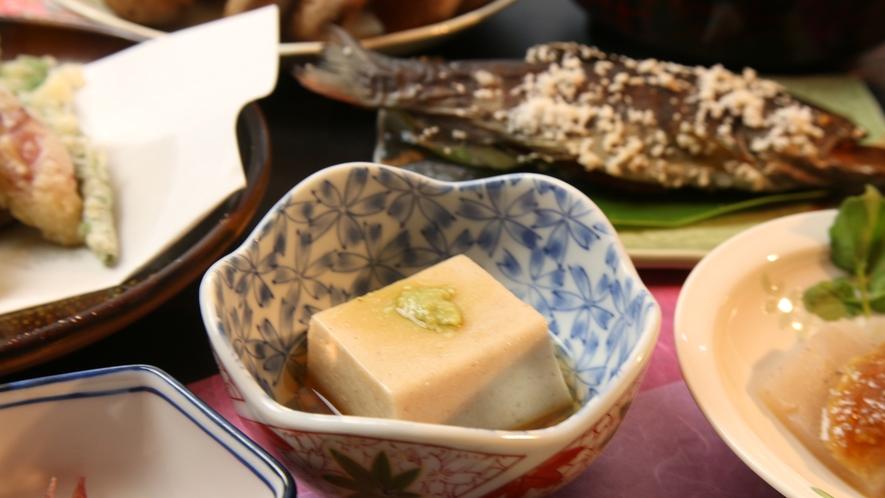 舌触りなめらかな手作り胡麻豆腐