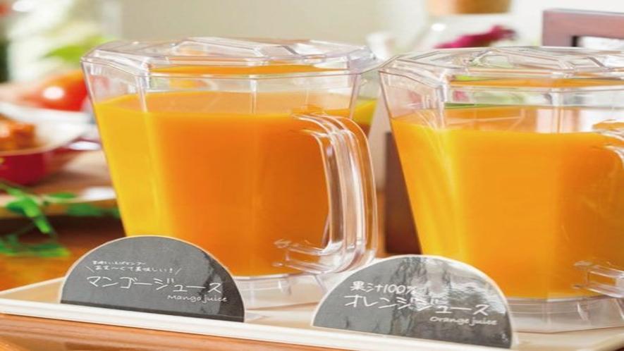 人気のオレンジジュースとマンゴージュース