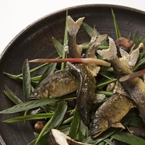 (初夏}由布院のきれいな水で育てた、鮎の化粧焼