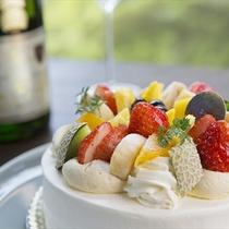 記念日にはスパークリングワインとケーキをご用意。