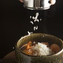 (秋)温かな一品 冠地鶏のトマト鍋