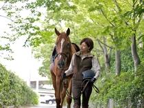 大自然の中で乗馬体験