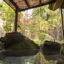 特別室「由布の泉」の客室専用露天風呂