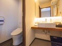 ツイン・ファミリールーム 洗面台・トイレ