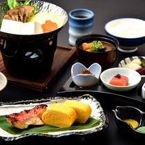 【ご朝食(一例)】目覚めの身体にやさしい和朝食をご用意。