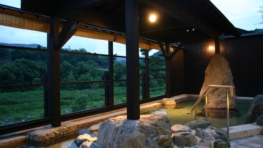 *【露天風呂】愛知川の自然が一望できる露天風呂
