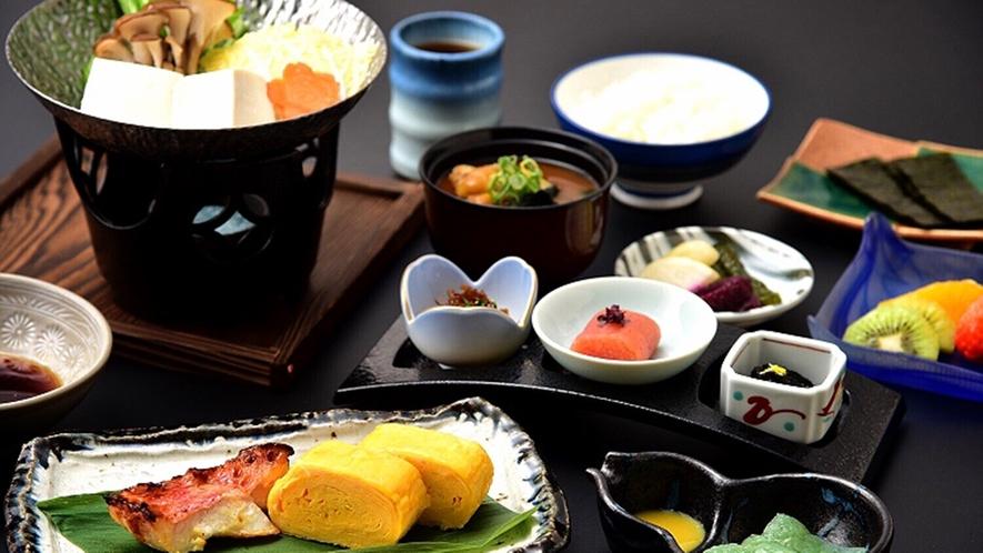 *【ご朝食(一例)】目覚めの身体にやさしい和朝食をご用意。