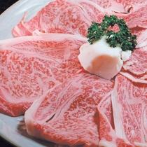 【近江牛を堪能!】地元が誇るご当地牛をすき焼きでご用意♪とろけるおいしさです。