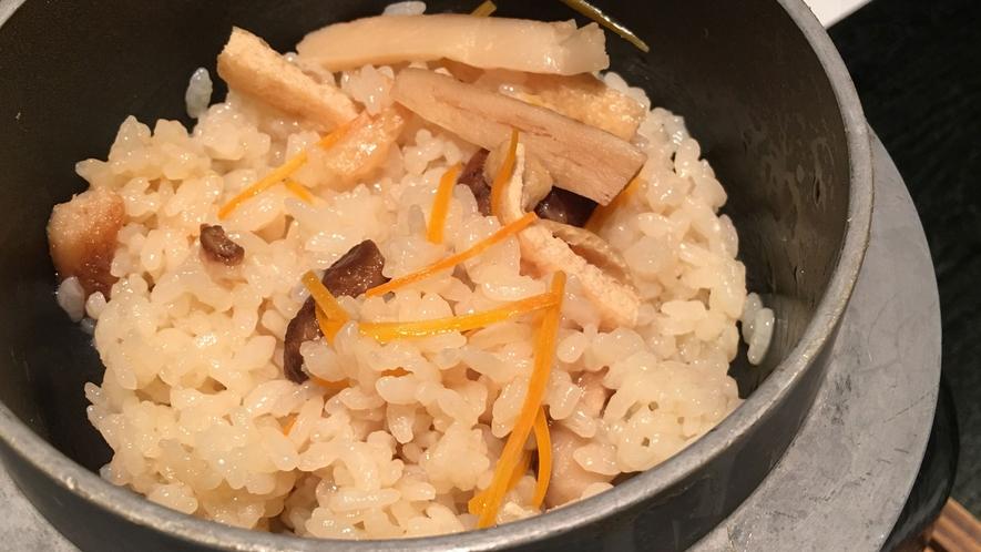 *【ご夕食(一例)】炊き込みご飯