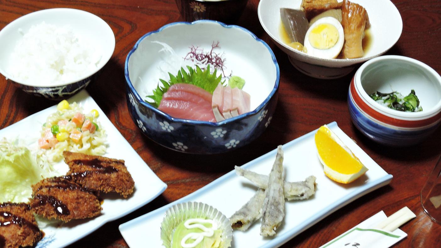*【夕食一例】日によって提供するメニューが異なります。様々な味をお楽しみください。