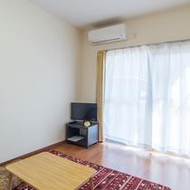 *【客室/1DK】テレビがあり、無料Wi-Fiも完備。お部屋でごゆっくりおくつろぎいただけます。