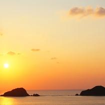 「三連立神」と夕日