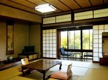古都の趣が満喫できる数奇屋造りの和室。