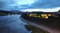 【外観】球磨川沿いの人吉旅館