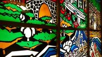 【施設】人吉の文化と自然を表した、色鮮やかなステンドグラスです。