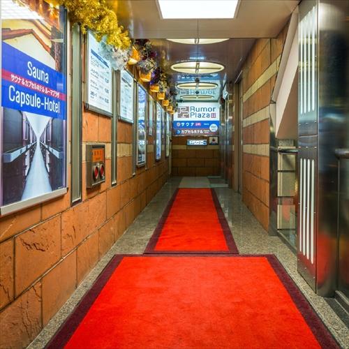 1F エントランス-エレベーター通路
