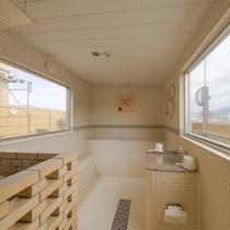 6F浴場内「らせん階段」から上がれる露天コーナー 塩サウナ