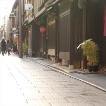 店舗裏の道