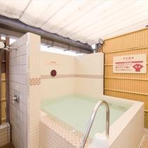 6F浴場内「らせん階段」から上がれる露天コーナー 水風呂