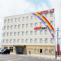 【ホテル・外観】虹のマークが目印です!
