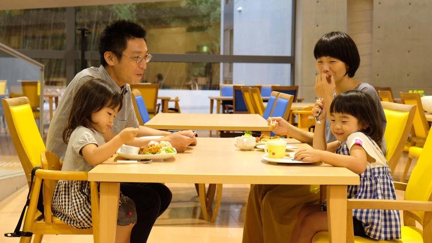 ・レストランは、「地元の食材を使用」「親子で楽しい食事」をコンセプトとします