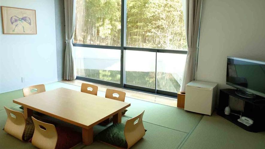 ・和室10畳 トイレと洗面台があります