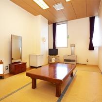*和室6畳/ビジネス、カップルなど2名様のご利用に。シンプルな和室でリラックス。