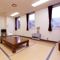 *和室10畳(一例)/4名様までお泊まりいただける広々としたお部屋です。
