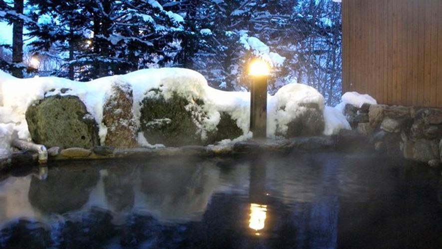 *露天風呂/冬は雪見露天をお楽しみください。温泉で体の芯からぽかぽかに♪