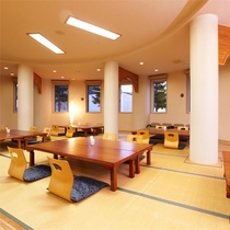 *館内レストランRera/夕朝のお食事はこちらにご用意。座敷スペースもございます。