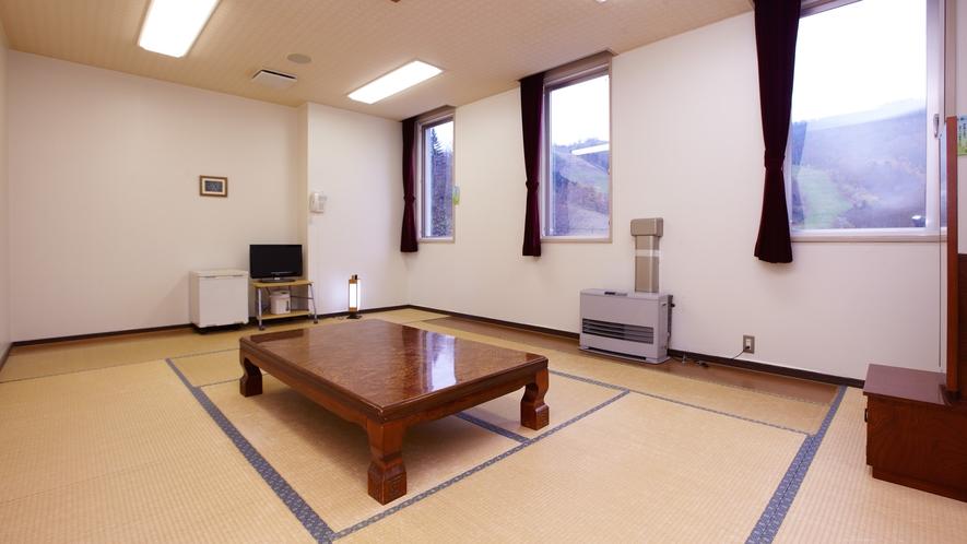 *和室10畳(一例)/1~4名様向けの広々としたお部屋です。