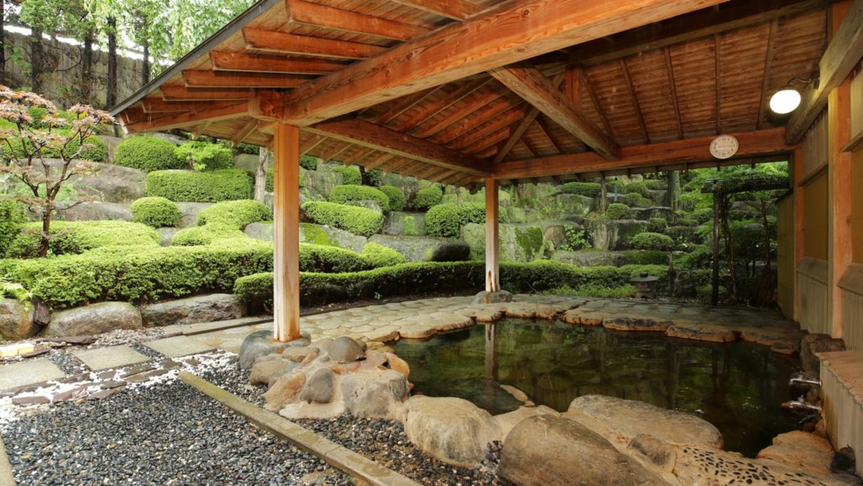 【露天風呂】23時間入浴可能!足を伸ばして疲れを癒してください。
