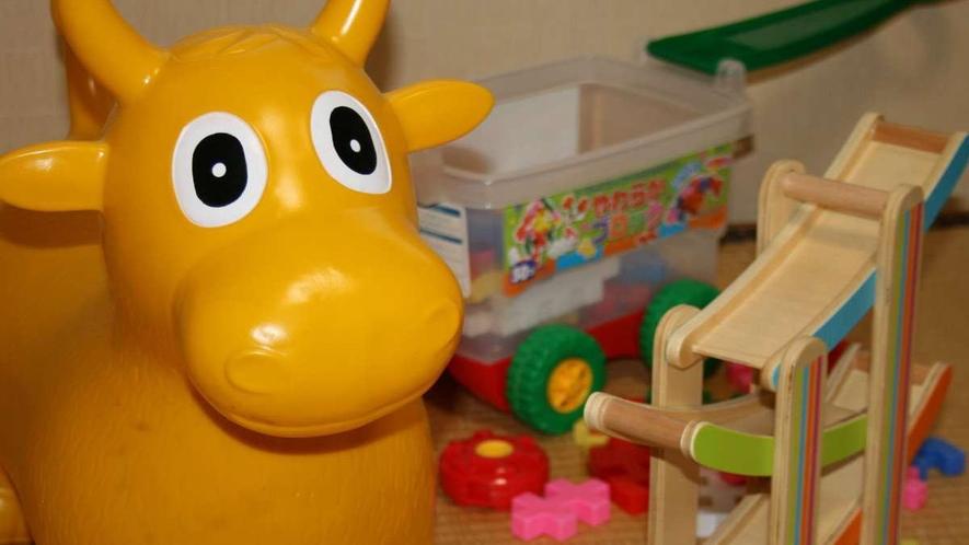 お子様にも楽しんでいただけるよう貸出おもちゃを用意しています。