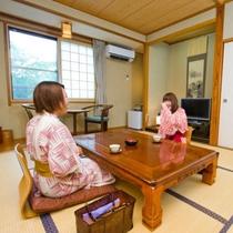 本館和室8畳:畳のお部屋はゆったりとした寛ぎの空間
